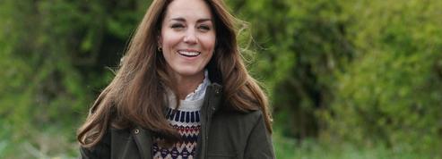 La blouse Sézane que Kate Middleton aime porter à la campagne