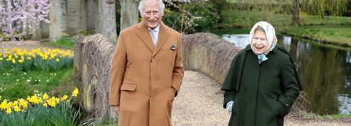 Les photos décontractées du prince Charles et d'Elizabeth II, unis dans la tempête post-