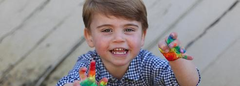 Le prince Louis, 3 ans, déjà cool et bien dans ses petites baskets taille 27