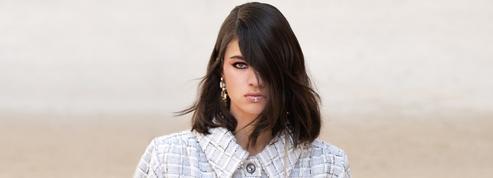 Chez Chanel, la mèche balaie le regard et prend le pouvoir