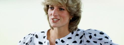 D'une vie de jeune fille aux années divorce, les tenues les plus marquantes de Lady Diana