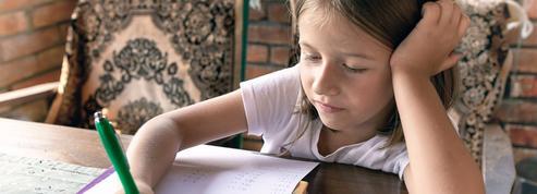 Faut-il faire faire des devoirs de vacances à ses enfants pendant l'été ?
