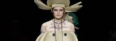 Jean Paul Gaultier revient à la couture avec un défilé théâtral signé Sacai