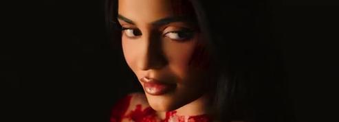 Nue, dégoulinante de sang, Kylie Jenner dévoile une vidéo gore pour Halloween