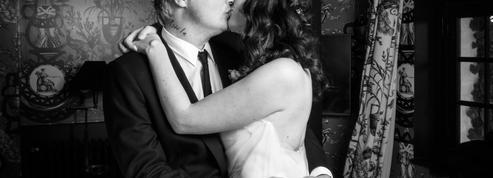Les photos du mariage de Pete Doherty avec Katia de Vidas, costume noir et robe blanche