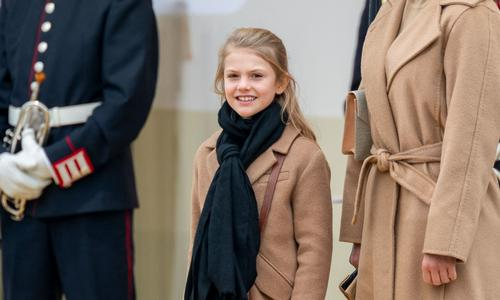 De nouveaux portraits d'Estelle de Suède (avec son chien) pour ses 9 ans