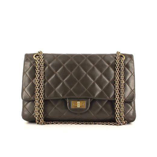 c4118bce25 Le sac 2.55 : les secrets de Coco Chanel à portée de main de toutes ...