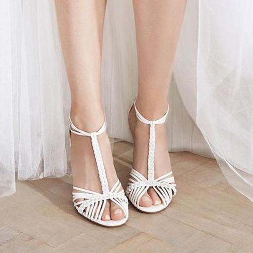 726be3eadac Des souliers pour que chaque mariée trouve chaussure à son pied - L.K.  Bennett x Jenny