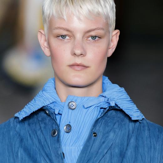 Technique de coupe de cheveux trГЁs courte femme