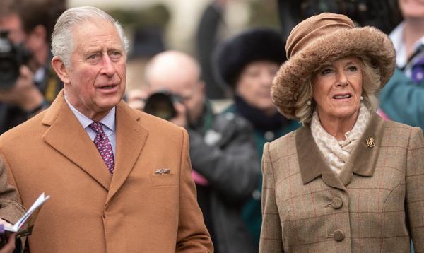 """Charles et Camilla forcés de fermer leurs commentaires sur Twitter après """"The Crown"""""""
