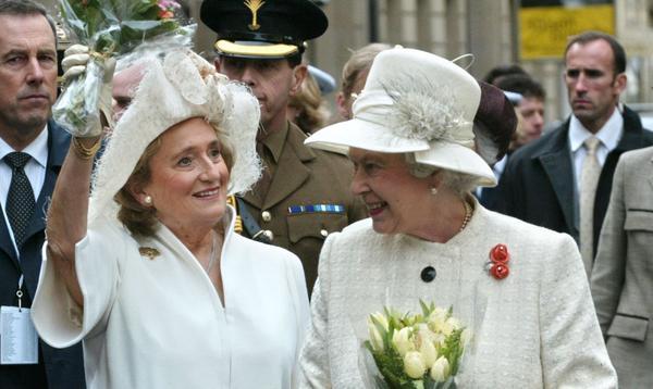 Jackie Kennedy, Bernadette Chirac, Jill Biden... Elizabeth II et les premières dames, 69 ans de rencontres en photos
