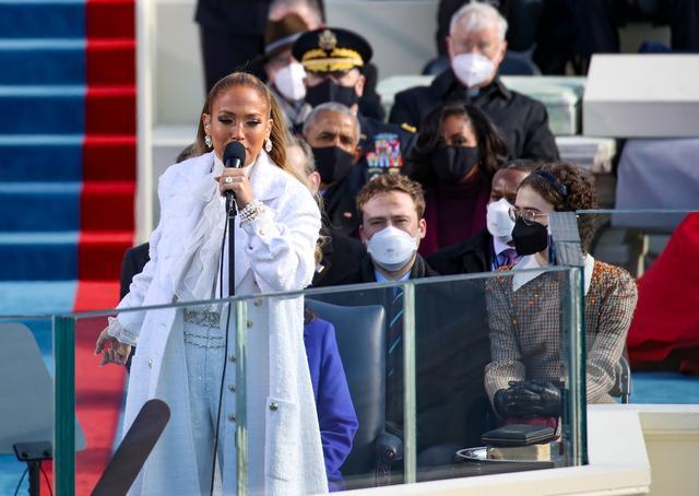 Jennifer Lopez shouts