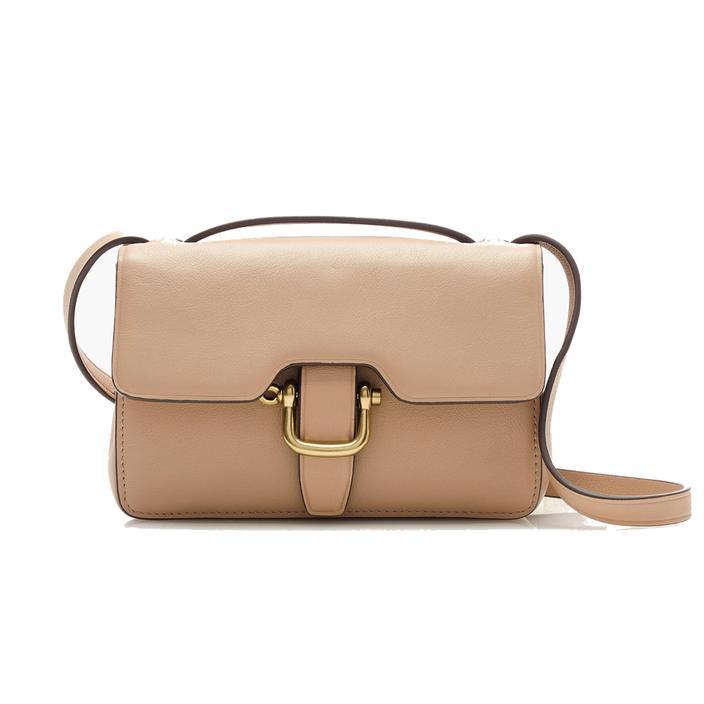 Portrait type du sac à main indispensable Madame Figaro