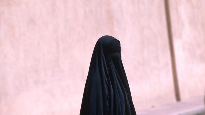 Une Saoudienne de 19 ans condamnée à la prison et à 200 coups de fouet