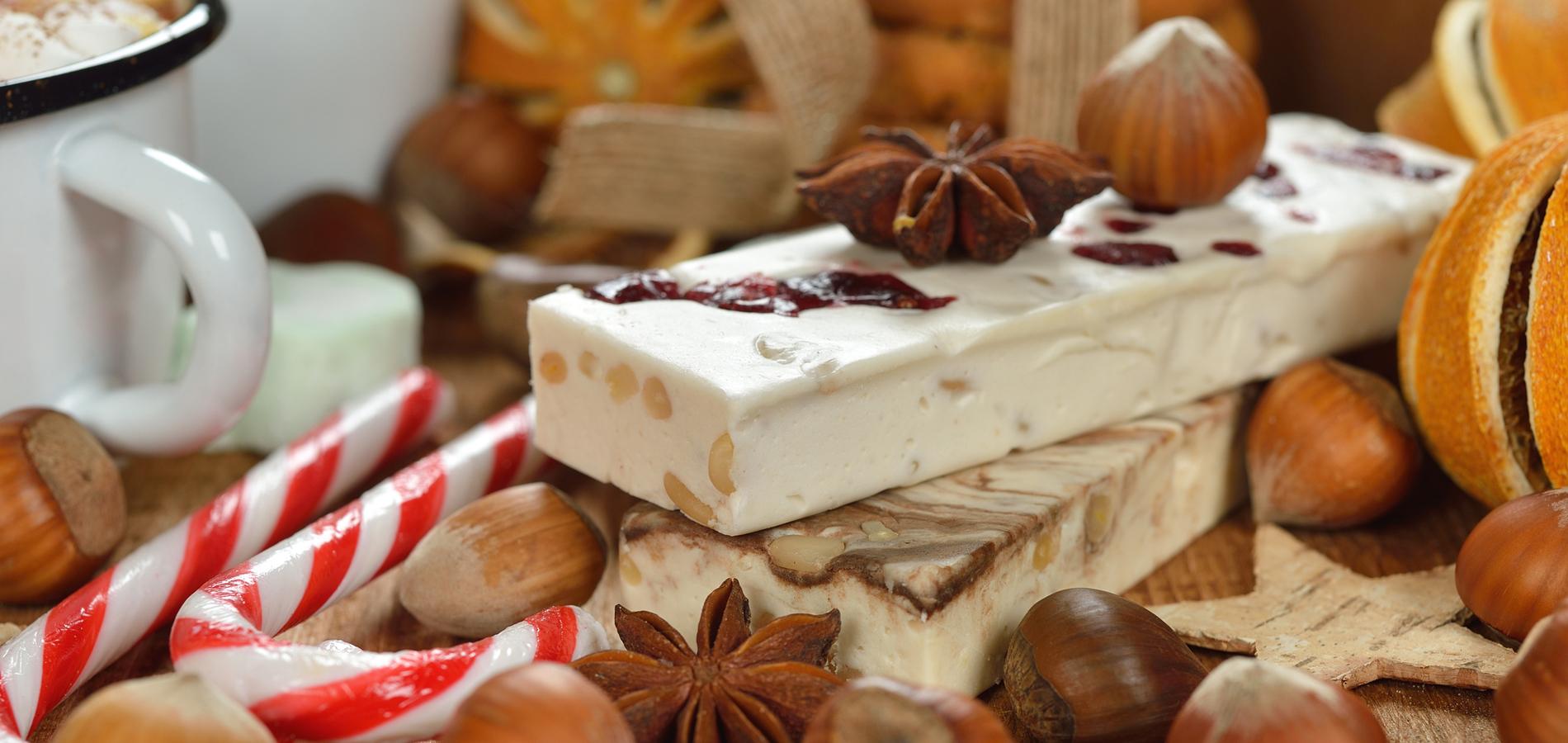 Ordre Des Plats Dans Un Menu De Noel.Calisson Nougat Quels Sont Les 13 Desserts Provencaux De