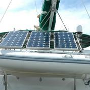 Embarquer des panneaux solaires sur un bateau