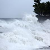 La Réunion sous la menace d'un violent cyclone
