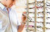 Lunettes: opticiens et fabricants sont responsables des prix élevés