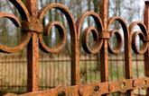 Voisinage: clôture de ferraille