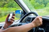 Téléphoner au volant est interdit sur la route, même si le véhicule est à l'arrêt