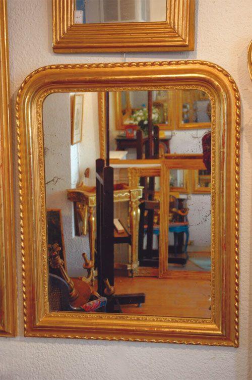 La restauration du cadre d'un miroir ancien