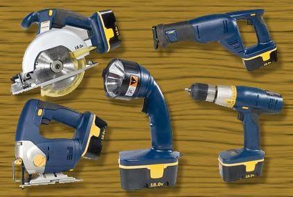 Test comparatif: 4 coffrets d'outils sans fil, l' intérêt de l'outillage à batterie partagée