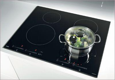 Une table de cuisson connectée aux casseroles