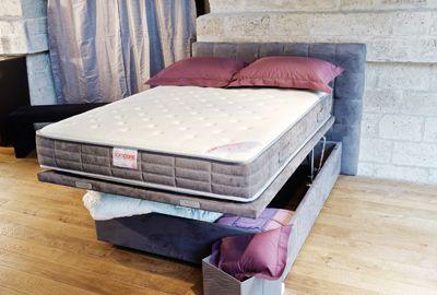 Un lit-coffre à ouverture verticale… et horizontale