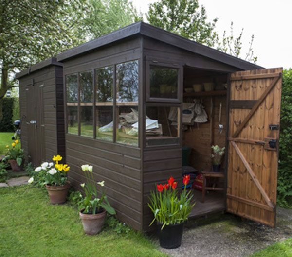 Les fondations d\'un abri de jardin: Un chalet bien assis