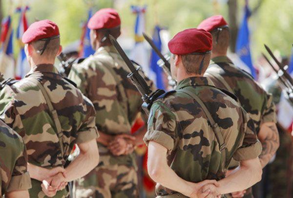 Le rétablissement du service militaire coûterait trop cher à la Défense