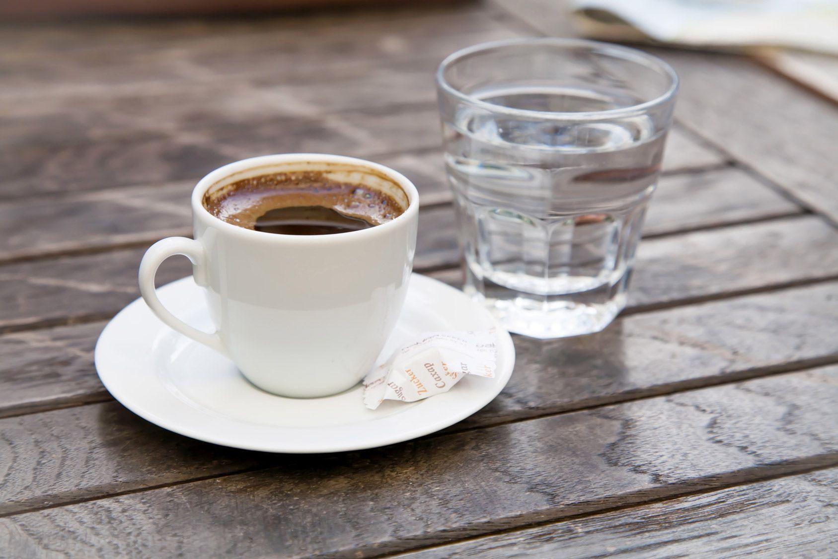 Au café, le verre d'eau n'est pas forcément gratuit