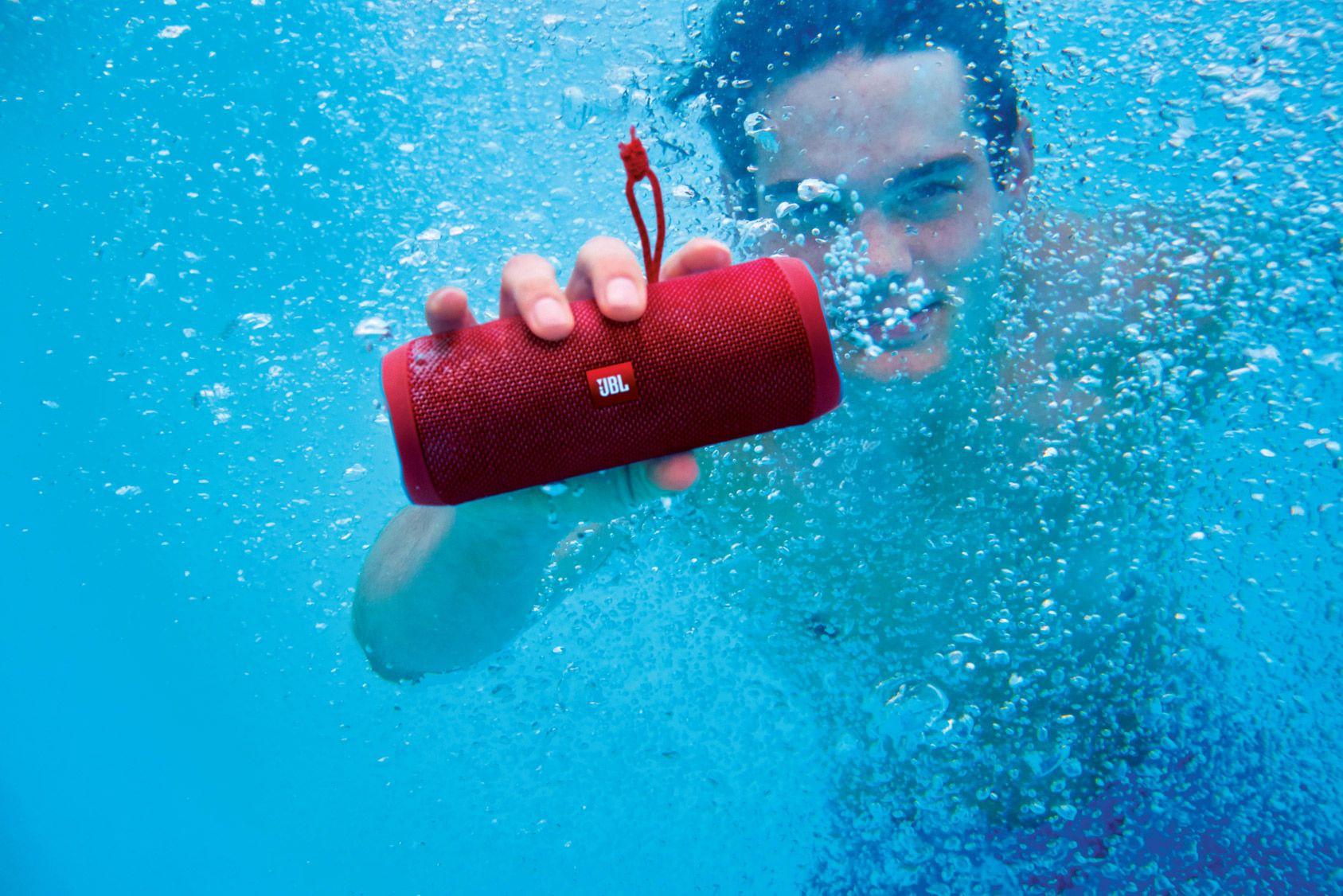 Elles n'ont peur de rien: enceintes nomades Bluetooth waterproof