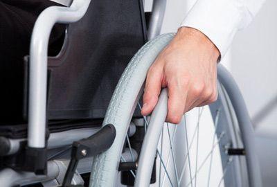 AAH: l'allocation aux adultes handicapés passera à 900 € d'ici 2019