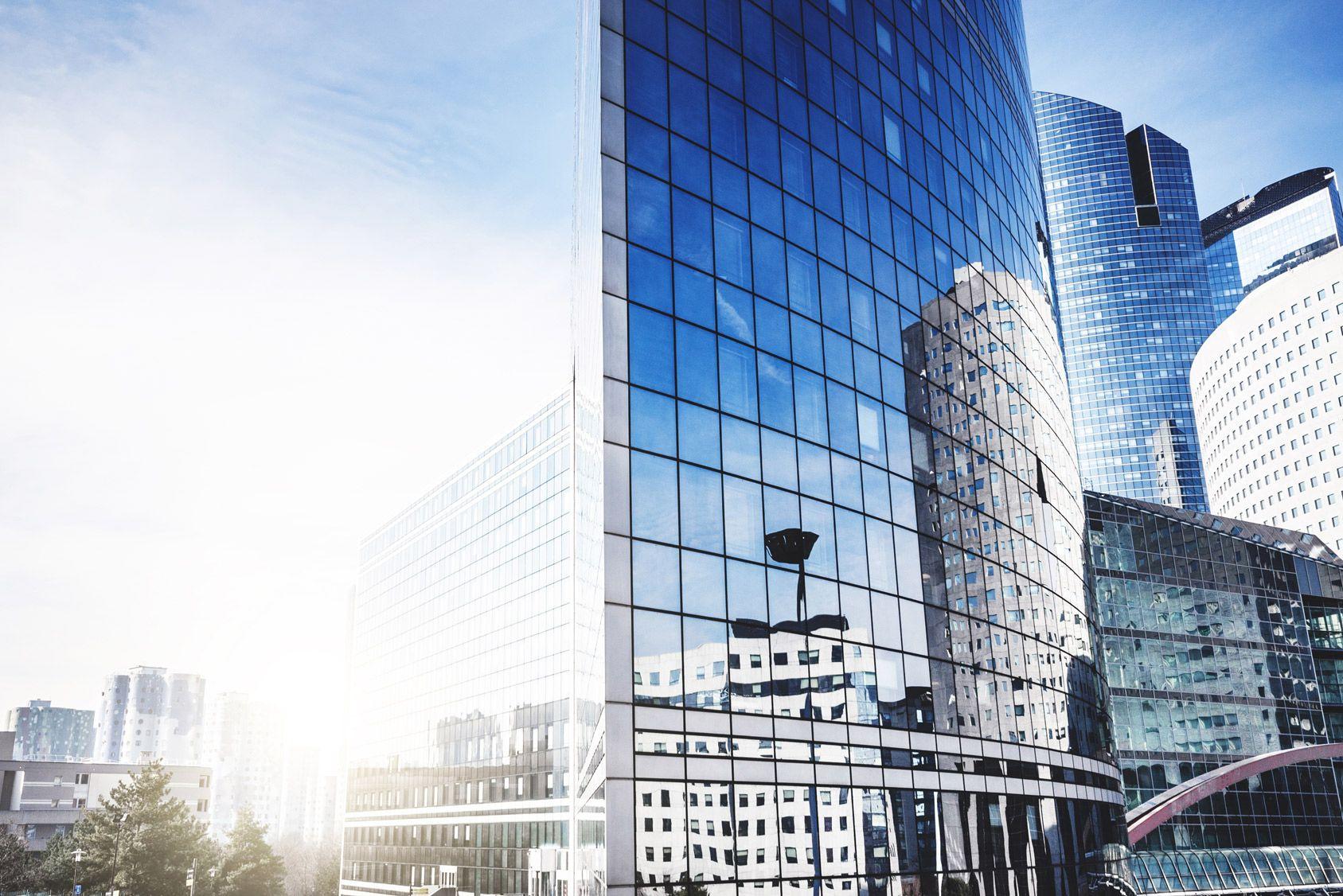 Pierre-papier: faut-il investir en SCPI ou en OPCI?