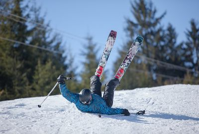 Un accident de ski peut coûter cher, vérifiez vos assurances