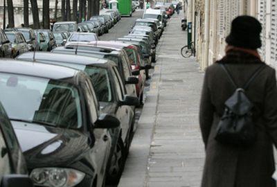 Stationnement irrégulier: les villes automatisent la lecture des plaques d'immatriculation