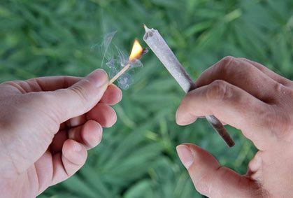 Bientôt une amende de 300 € pour les fumeurs de cannabis