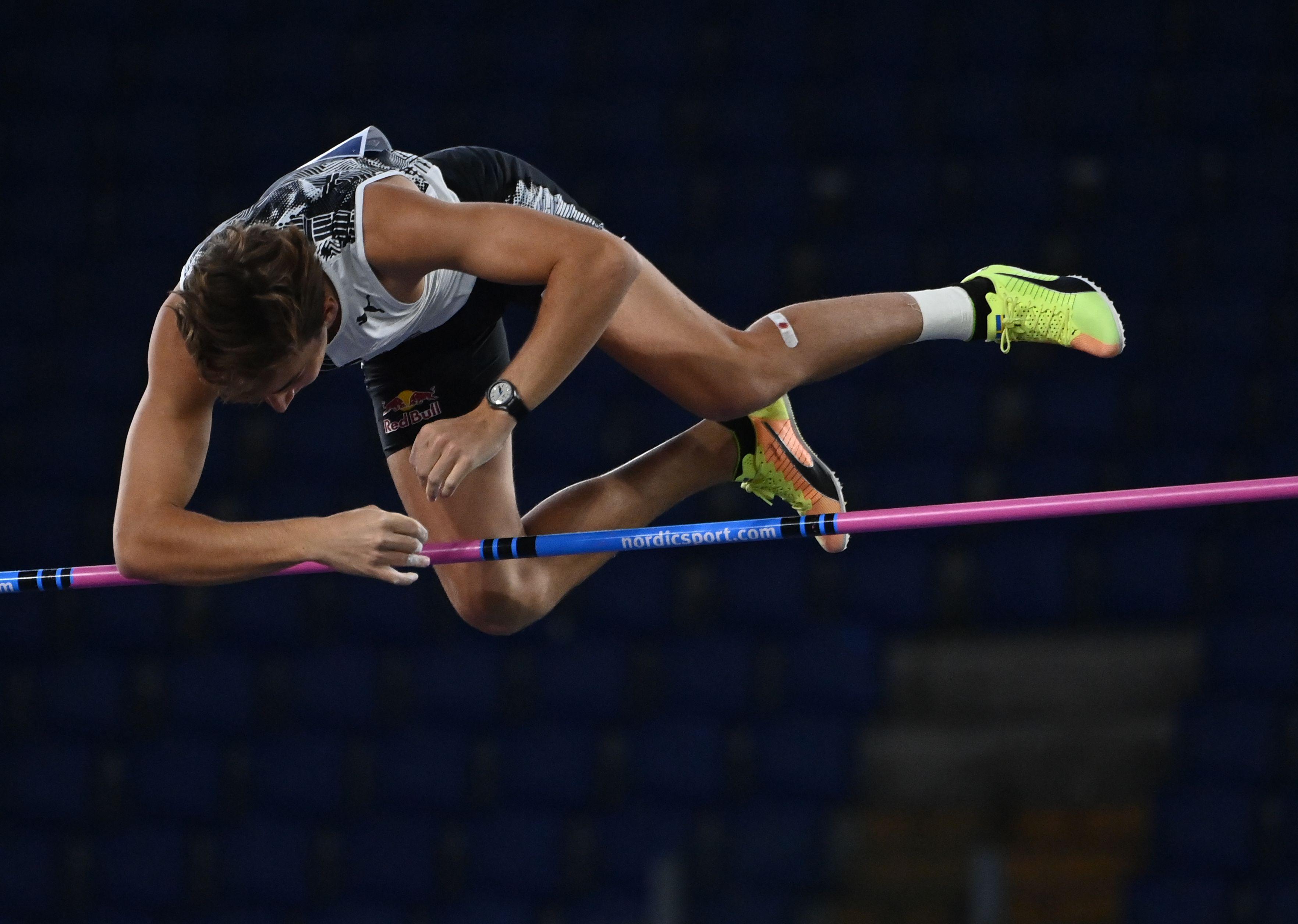 Athlétisme - Duplantis s'envole à 6,15 m en plein air, du jamais vu
