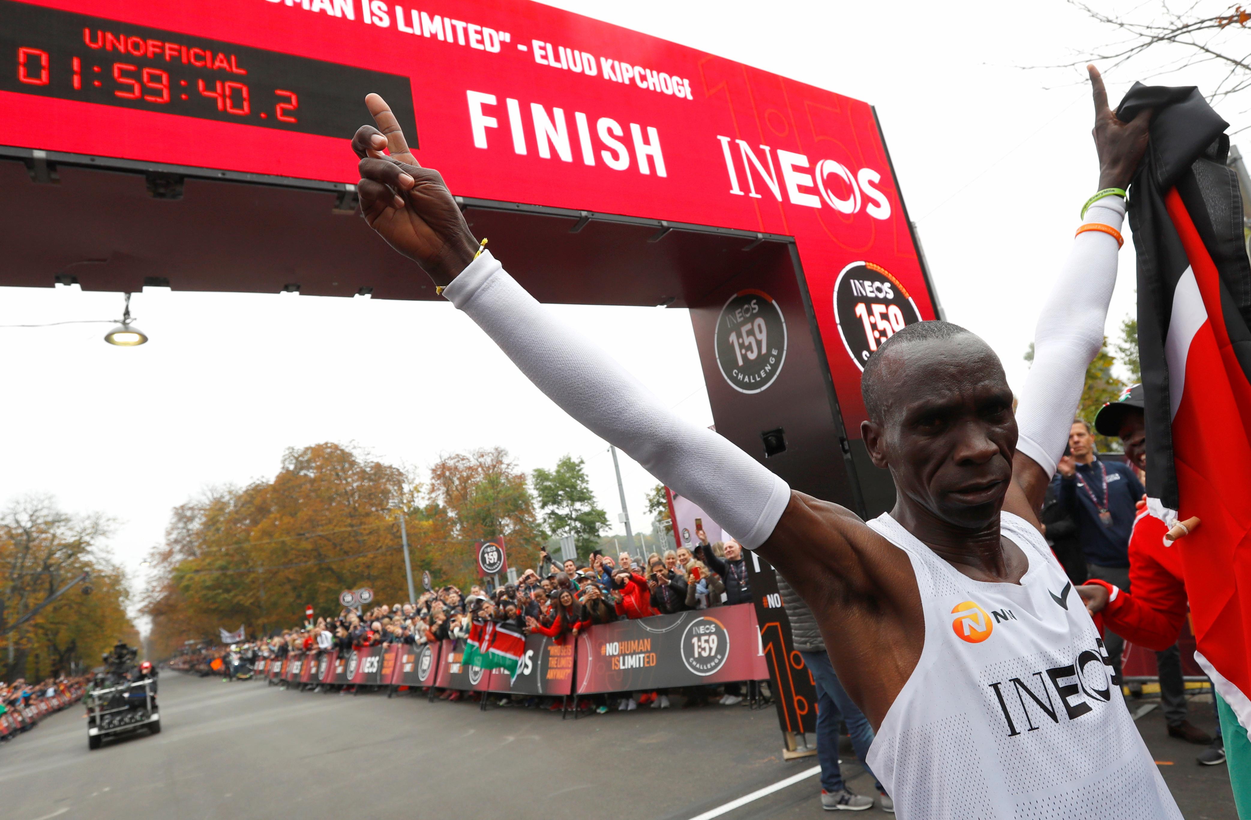 Le Kényan Eliud Kipchoge devient le premier athlète à courir le marathon en moins de deux heures