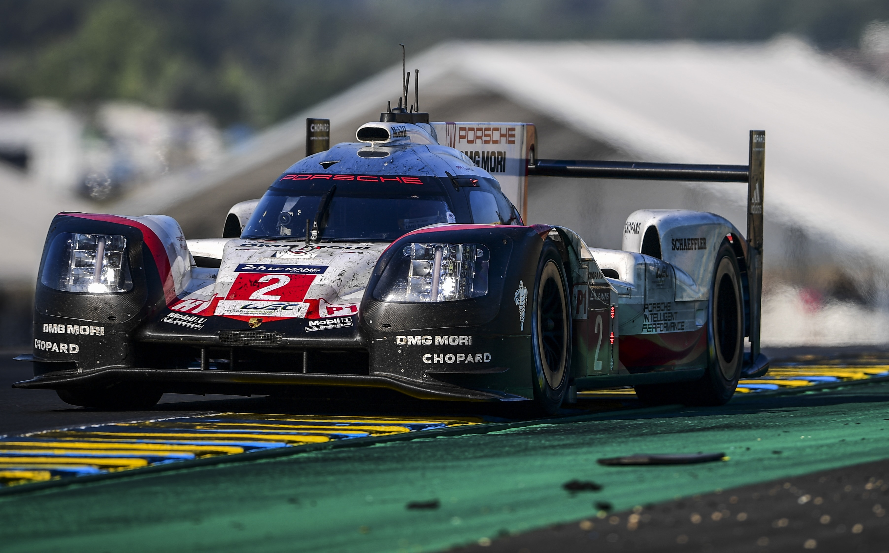 gr ce une magnifique remontada porsche triomphe encore au mans 24h du mans endurance. Black Bedroom Furniture Sets. Home Design Ideas