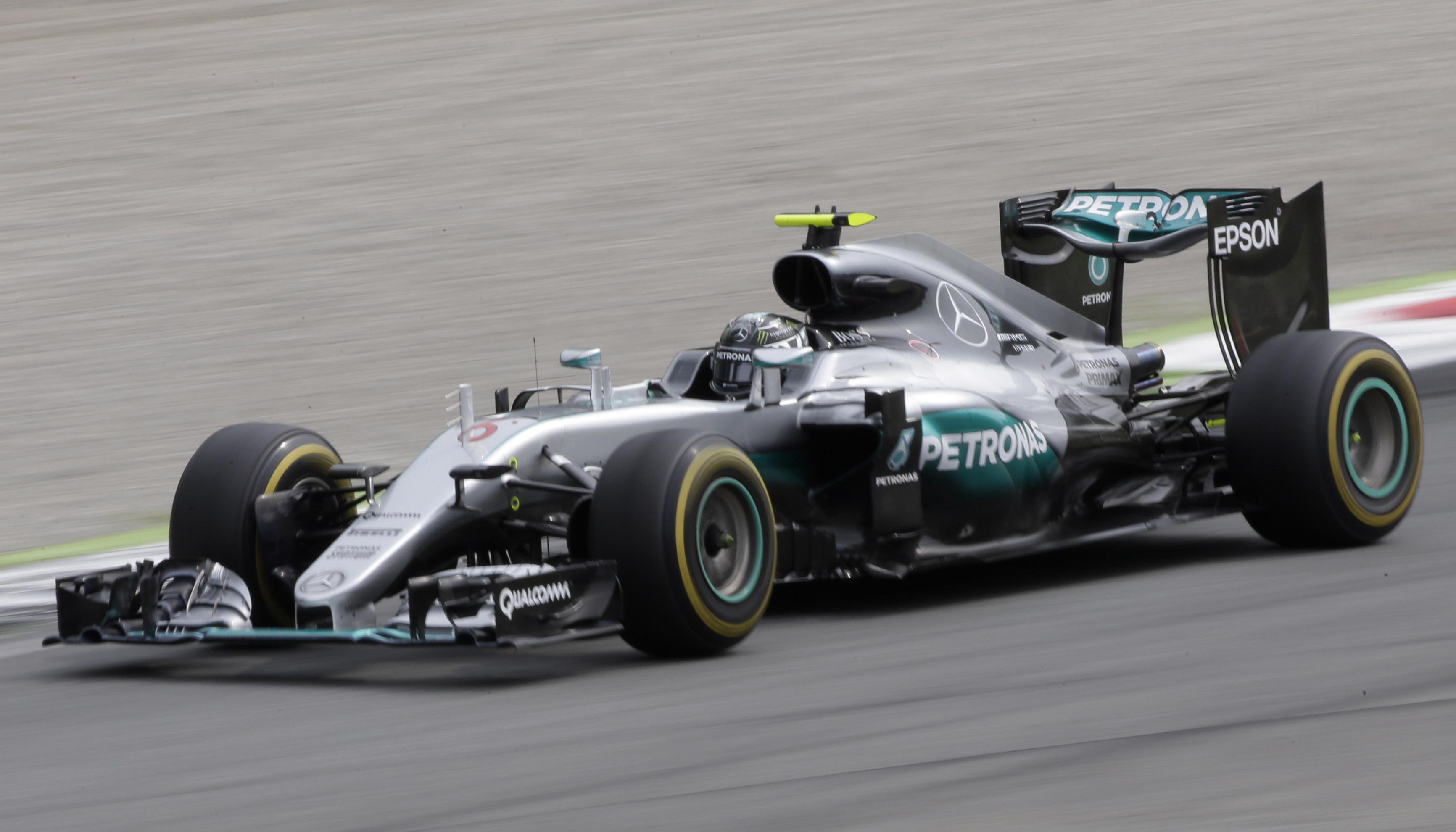 Rosberg surprend hamilton monza formule 1 auto moto for Prix chambre formule 1