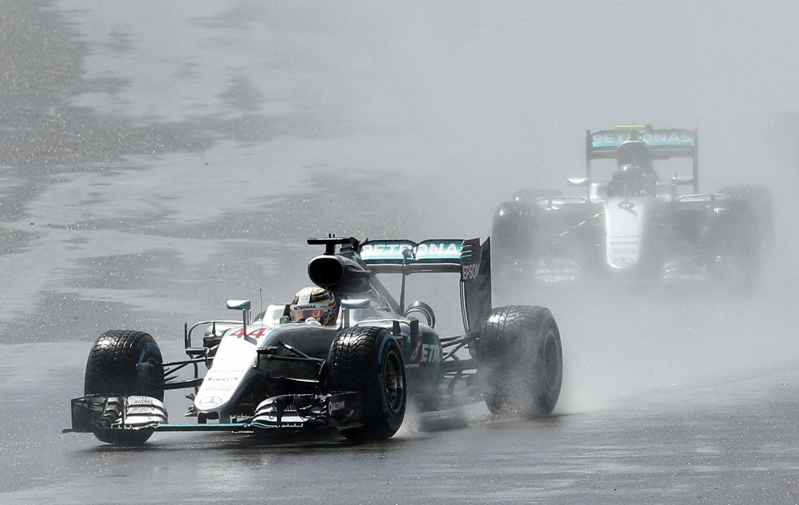 F1 - Lewis Hamilton imp�rial � Silverstone