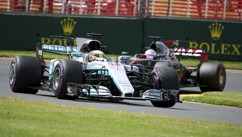 Auto/Moto - Lewis Hamilton marque déjà son territoire