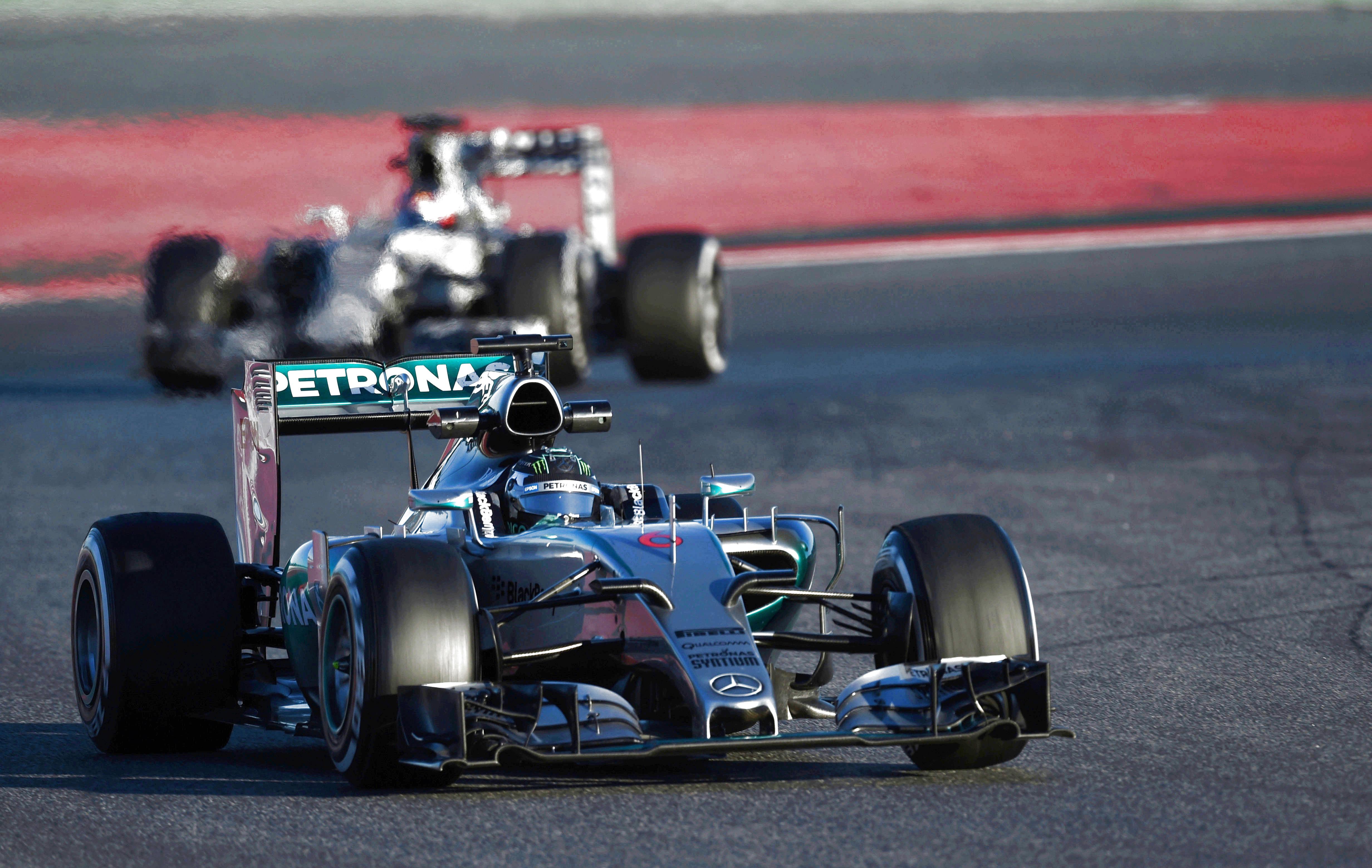 F1 - Mercedes devant, les autres derri�re