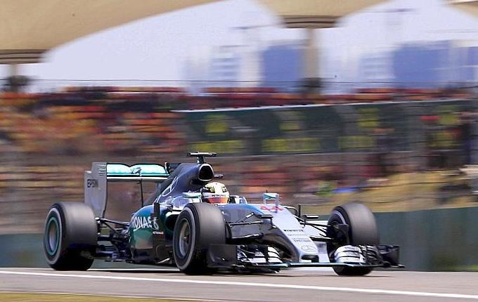 F1 - Mercedes reste devant
