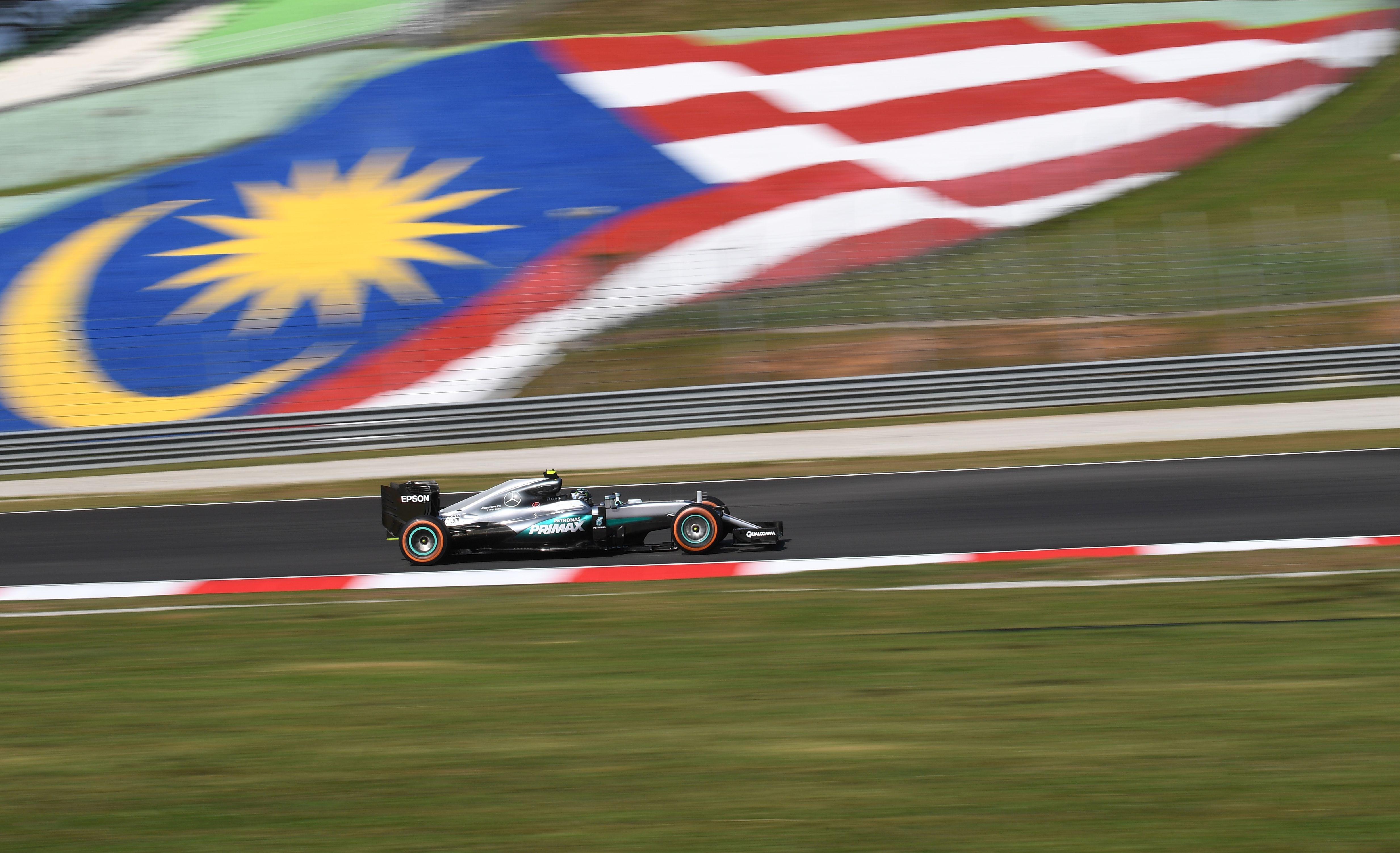 Auto/Moto - match nul entre Hamilton et Rosberg à Sepang