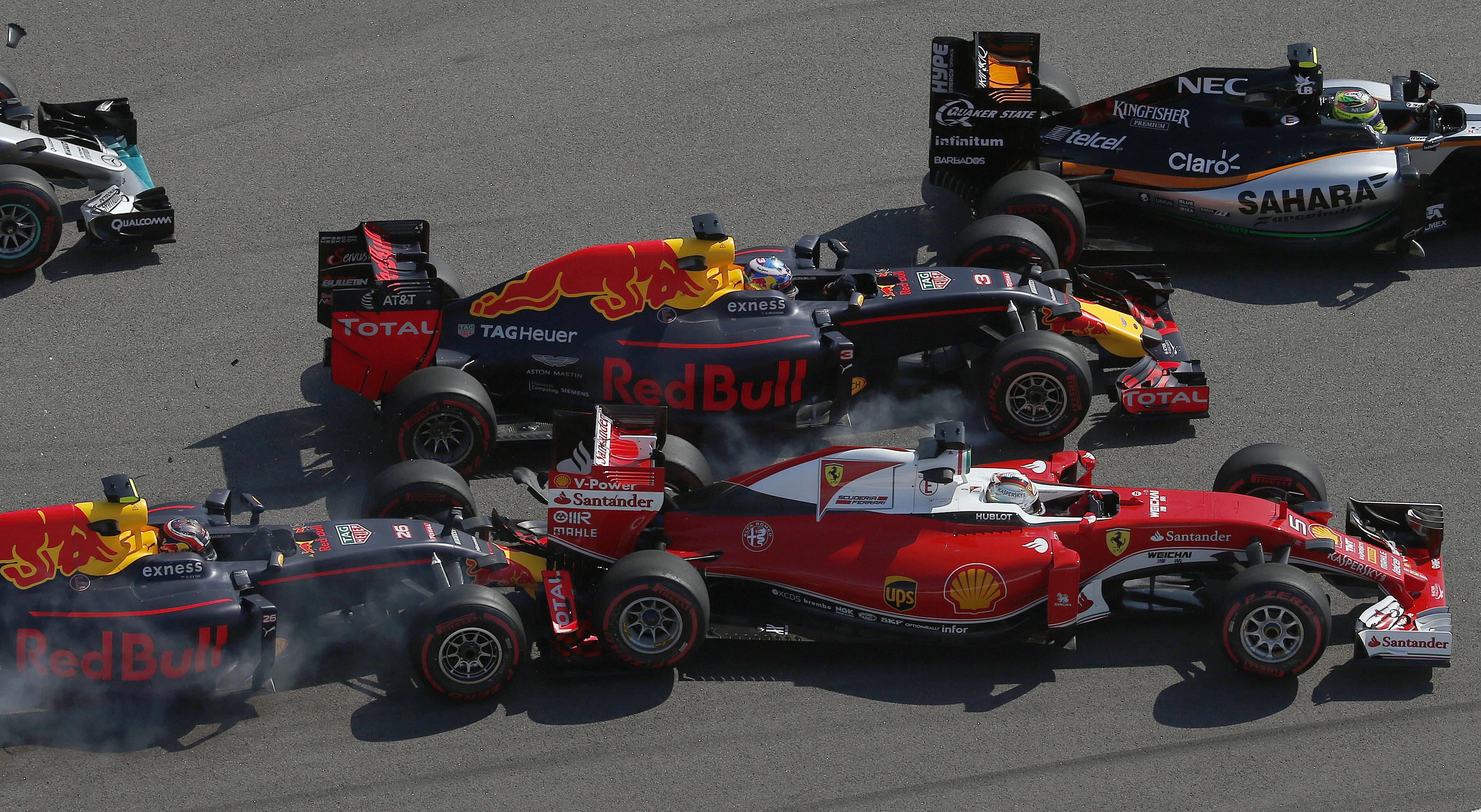 Auto/Moto - Vettel voit rouge, Raikkönen déçoit et Ferrari se noie