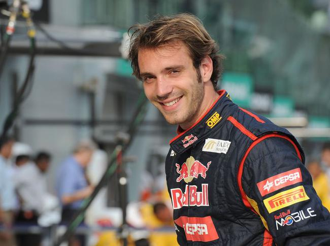 Jean-Éric Vergne earned a  million dollar salary, leaving the net worth at 1.3 million in 2017