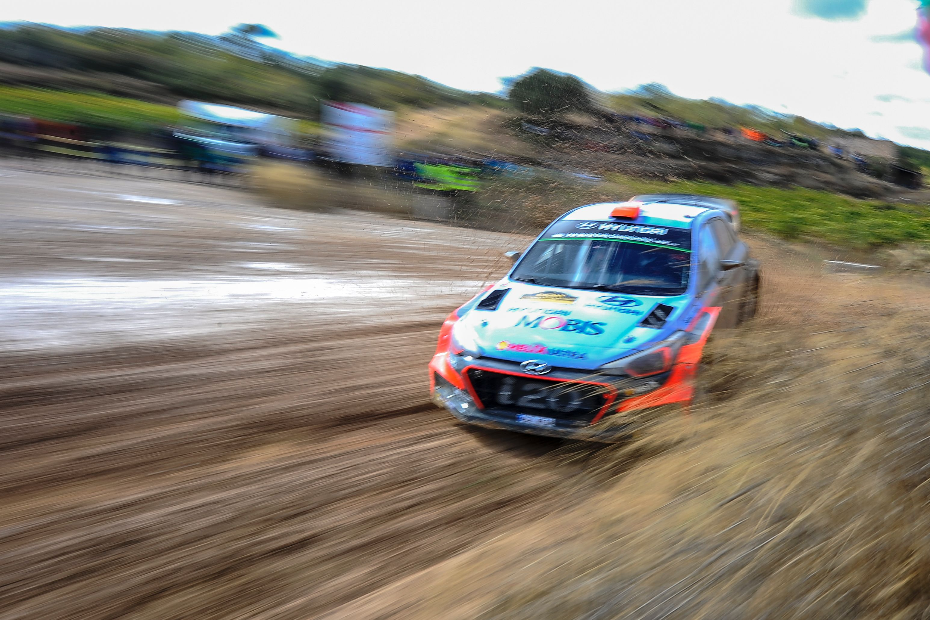 Auto/Moto - A l'aise dans la boue, Sordo en tête devant Ogier