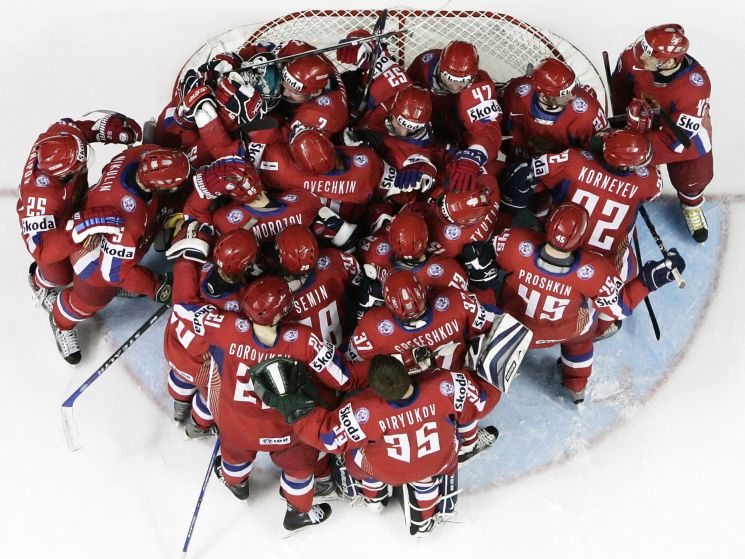 http://sport24.lefigaro.fr/var/plain_site/storage/images/autres-sports/diaporamas/le-week-end-en-images-18-05-08/hockey-russie/2791505-1-fre-FR/hockey-russie.jpg